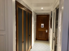 Entry hallway to Deluxe King Room at London Marriott County Hall.