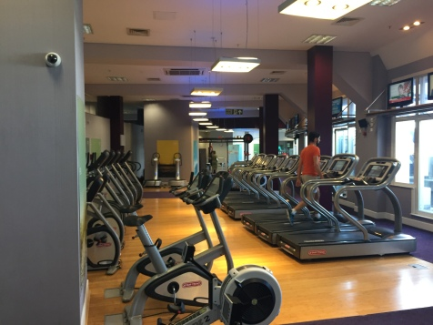 Rows of treadmills, bikes, and elipticals at the London Marriott County Hall